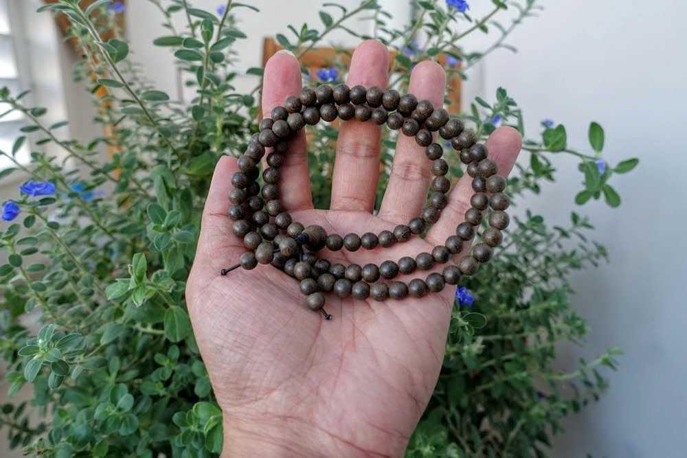 Vòng tay trầm hương giá rẻ 108 hạt- Trầm Hương onplaza Việt Pháp ( Size 6mm )