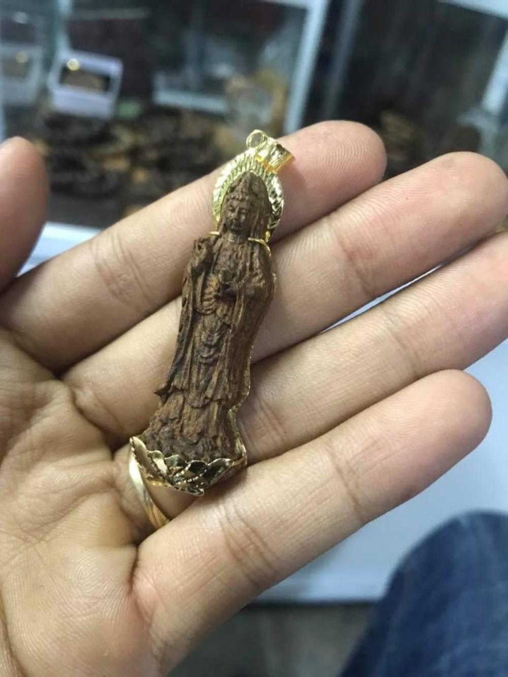 Mặt dây chuyền trầm hương hình Phật Quan Âm