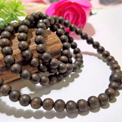 Vòng tay trầm hương Indonesia loại 108 hạt sang trọng, đẳng cấp.