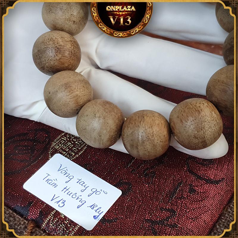 Vòng tay gỗ Trầm Hương cao cấp loại 18 ly V13 3Vòng tay gỗ Trầm Hương cao cấp loại 18 ly V13 3