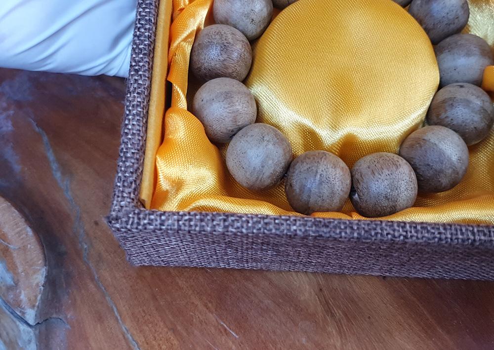 ad Vòng tay gỗ Trầm Hương cao cấp loại 18 ly V13